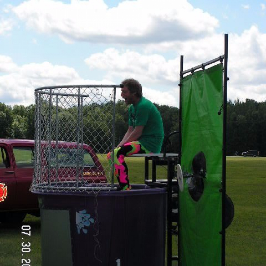 elgin in dunk tank